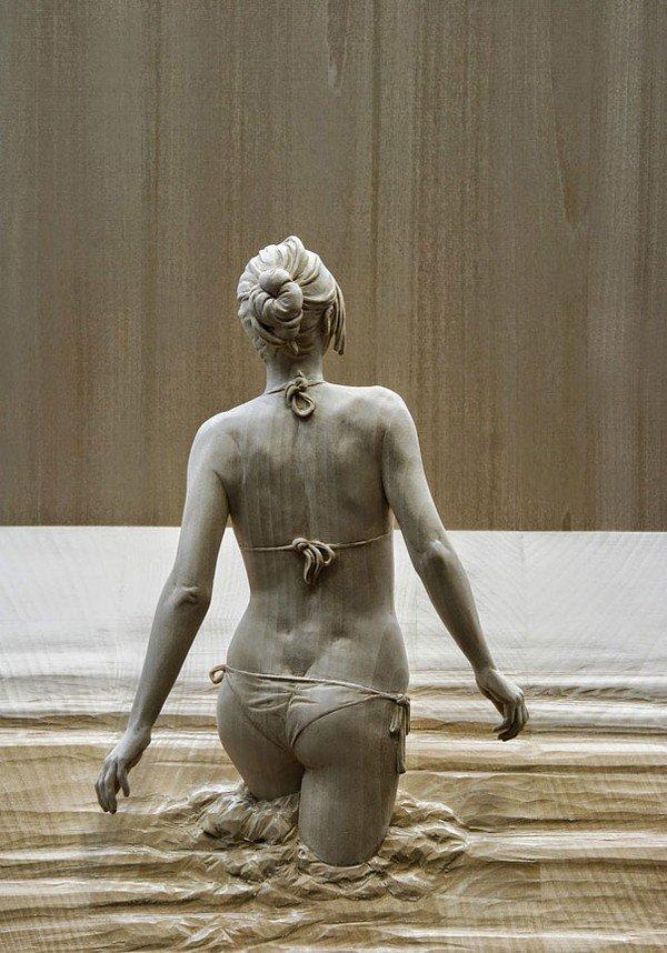sculpture bikini water
