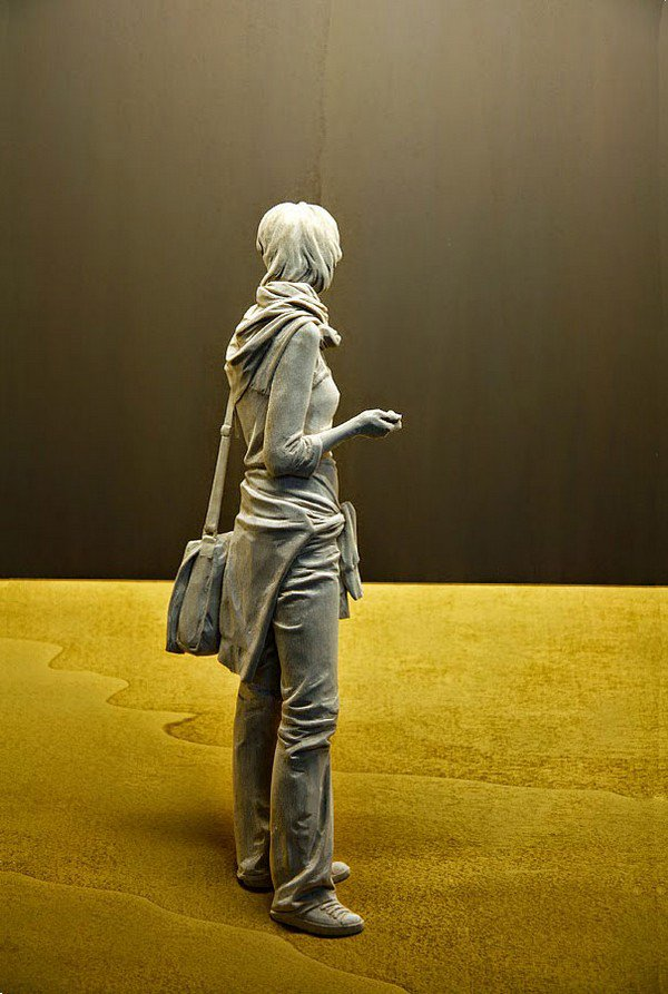 sculpture woman bag