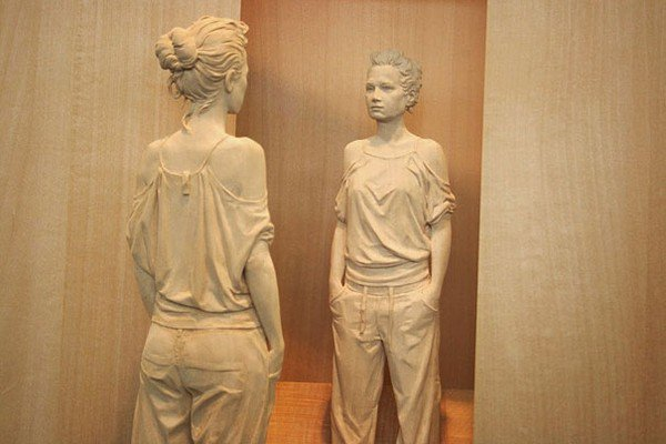 sculpture woman reflection