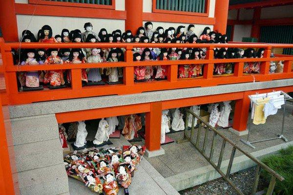 shrine rows dolls