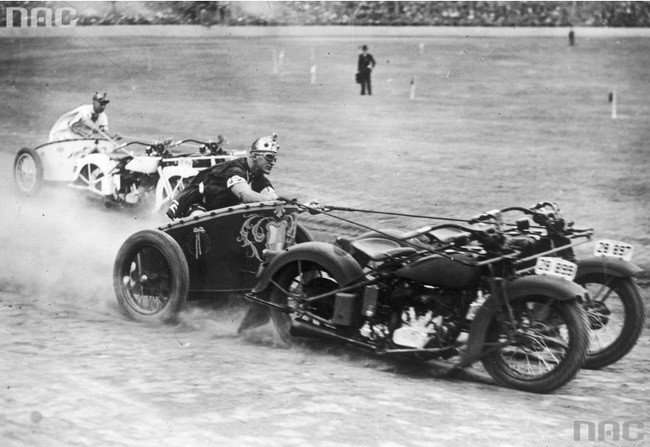 strange-history-motorcycle-chariots