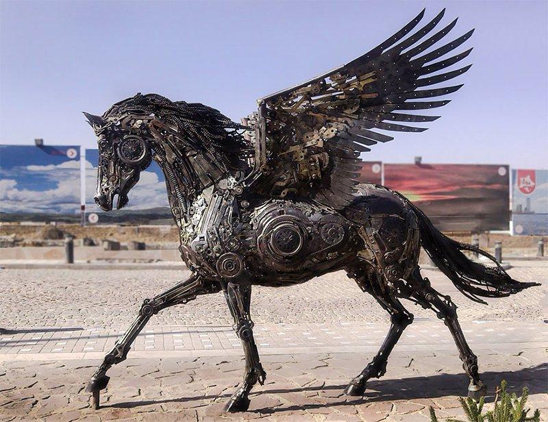 Sculptor Hasan Novrozi Creates Amazing Steampunk Animal Sculptures From Scrap Metal