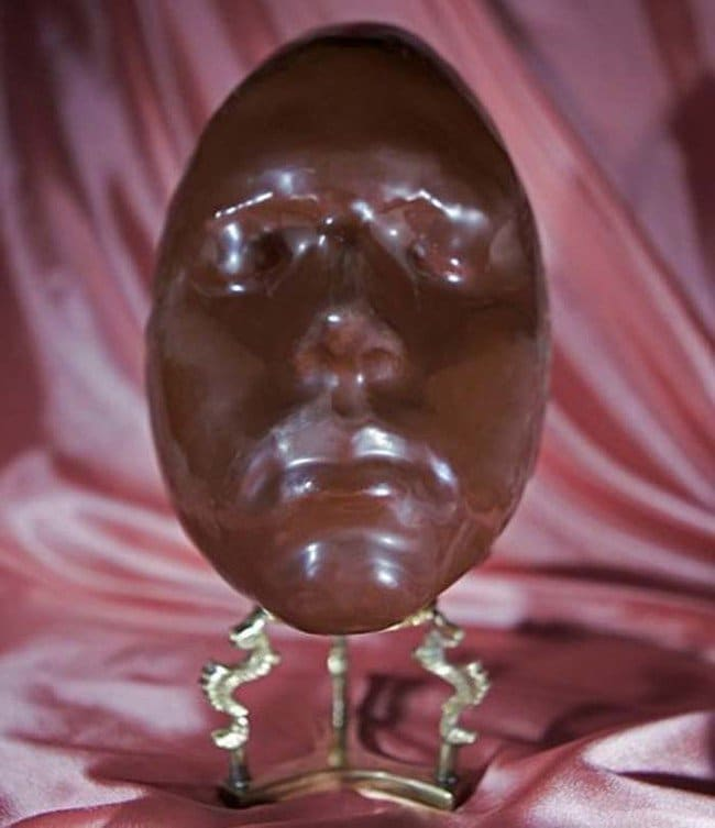 chocolate-easter-egg-face