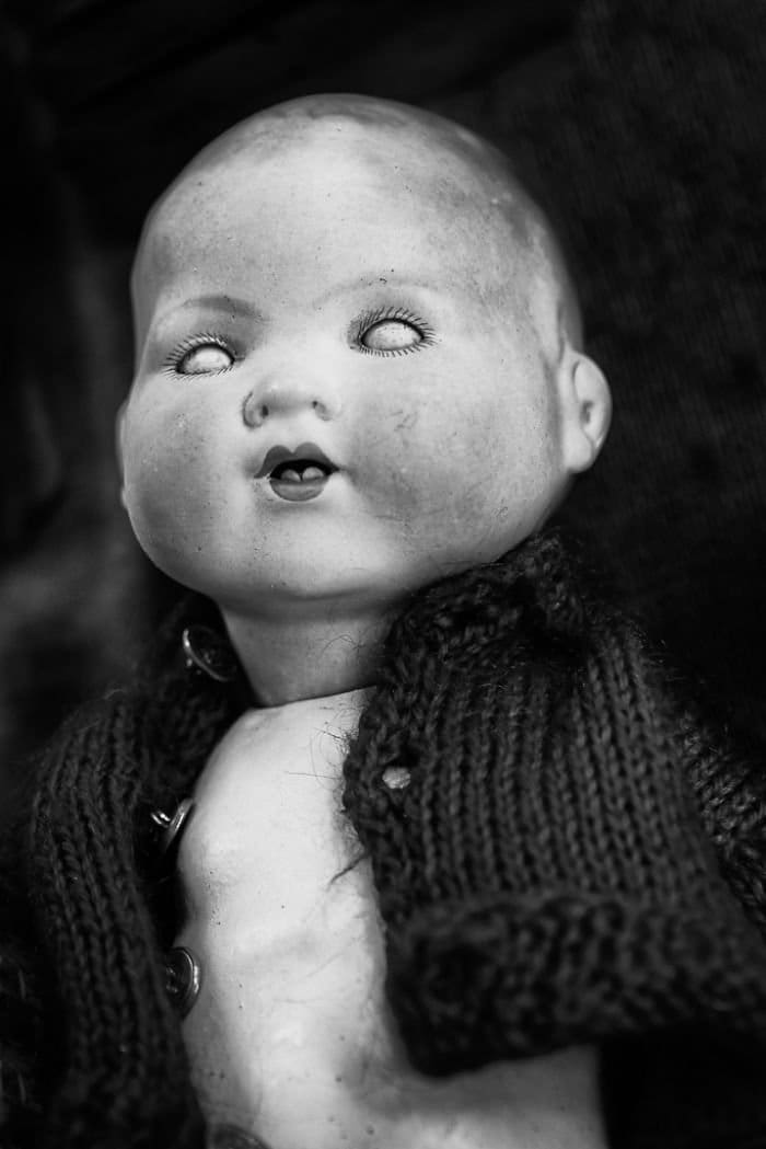 close eyes open mouth doll