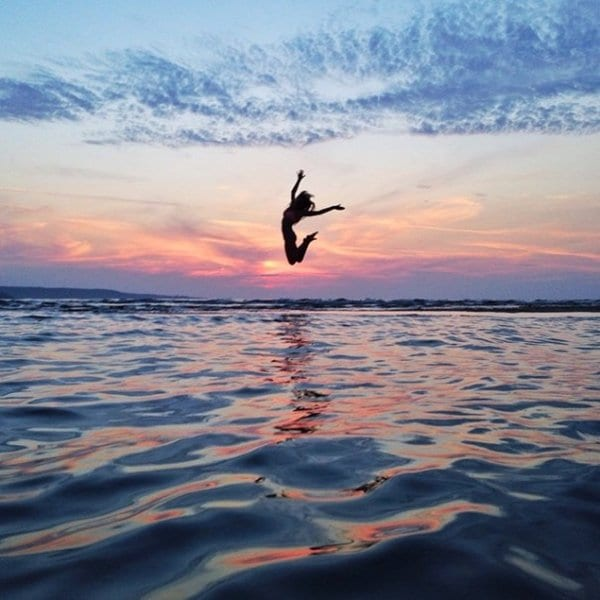 couple-traveling-around-world-photography-samuel-hildegunn-jump