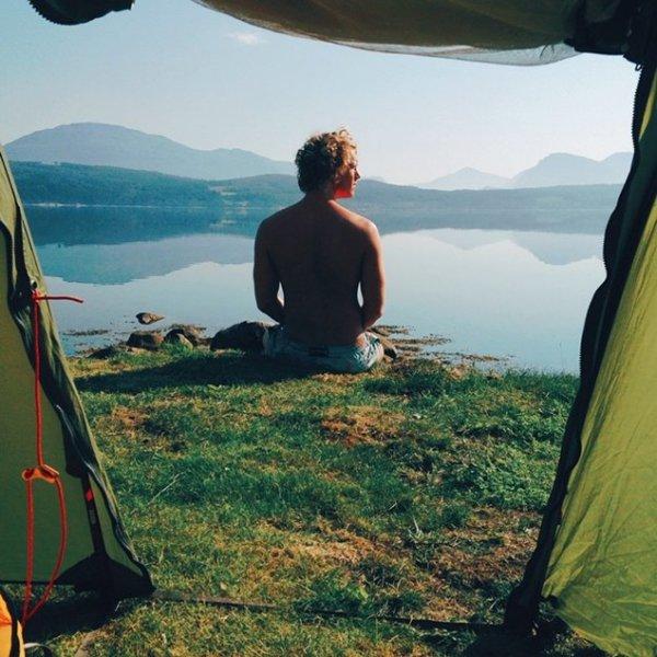 couple-traveling-around-world-photography-samuel-hildegunn-lake