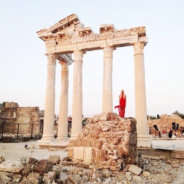 couple-traveling-around-world-photography-samuel-hildegunn-ruins