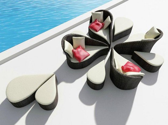 creative-table-and-chairs-pool