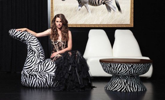creative-table-and-chairs-zebra