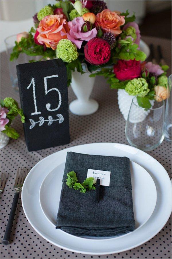 diy-wedding-decorarions-chalkboard-brick
