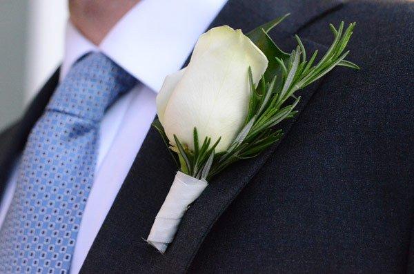 diy-wedding-decorations-simple-flower