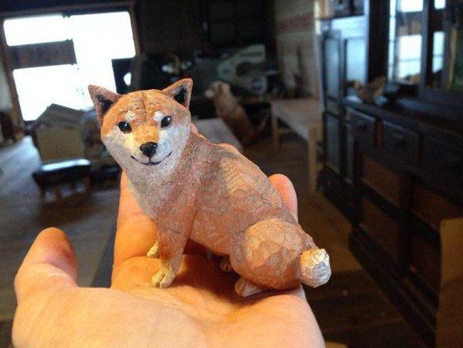 dog sculpture hand