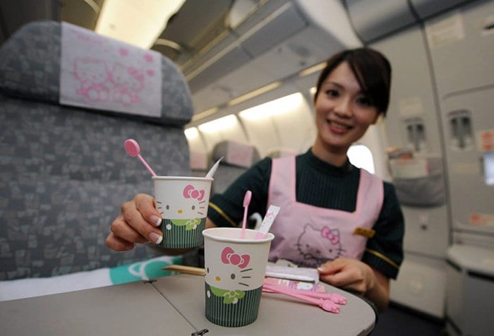 hello-kitty-airplane-cups
