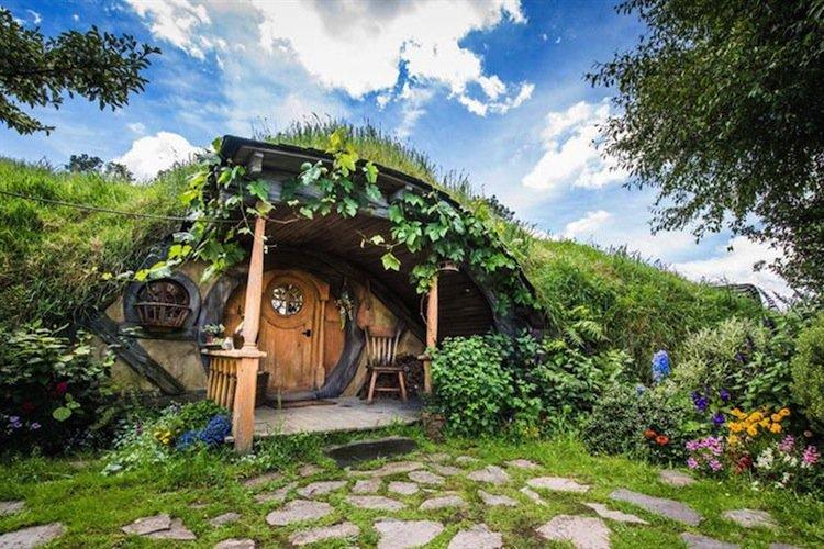 hobbiton-door
