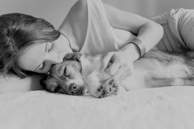 newborn-photo-shoot-with-dog-sleep