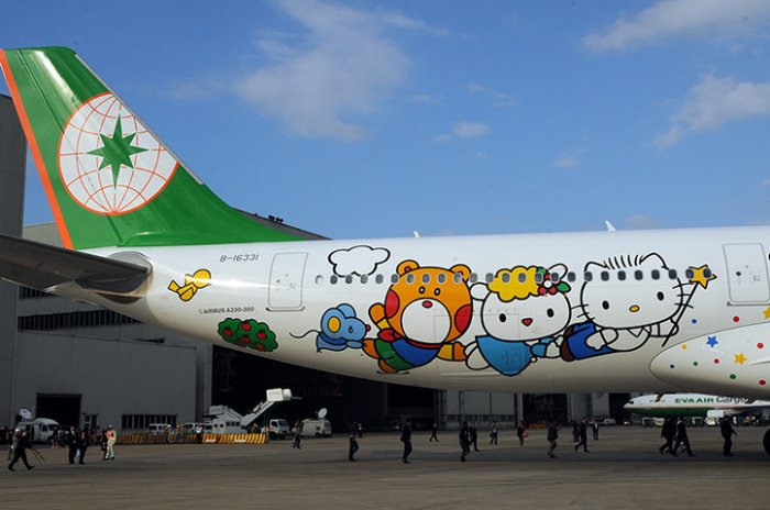 outside-the-hello-kitty-airplane