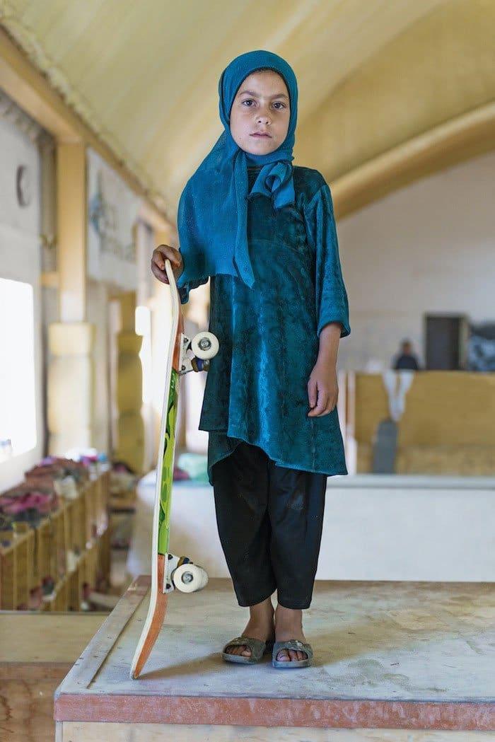 skateistan-skateboarding-girls-afghan
