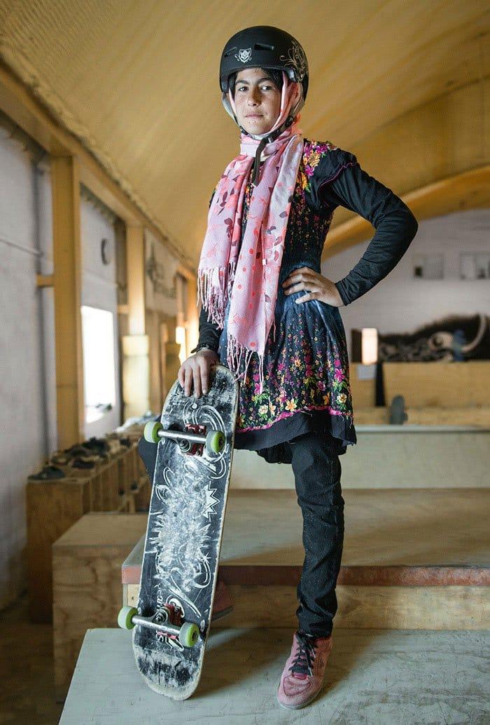 skateistan-skateboarding-girls-afghani