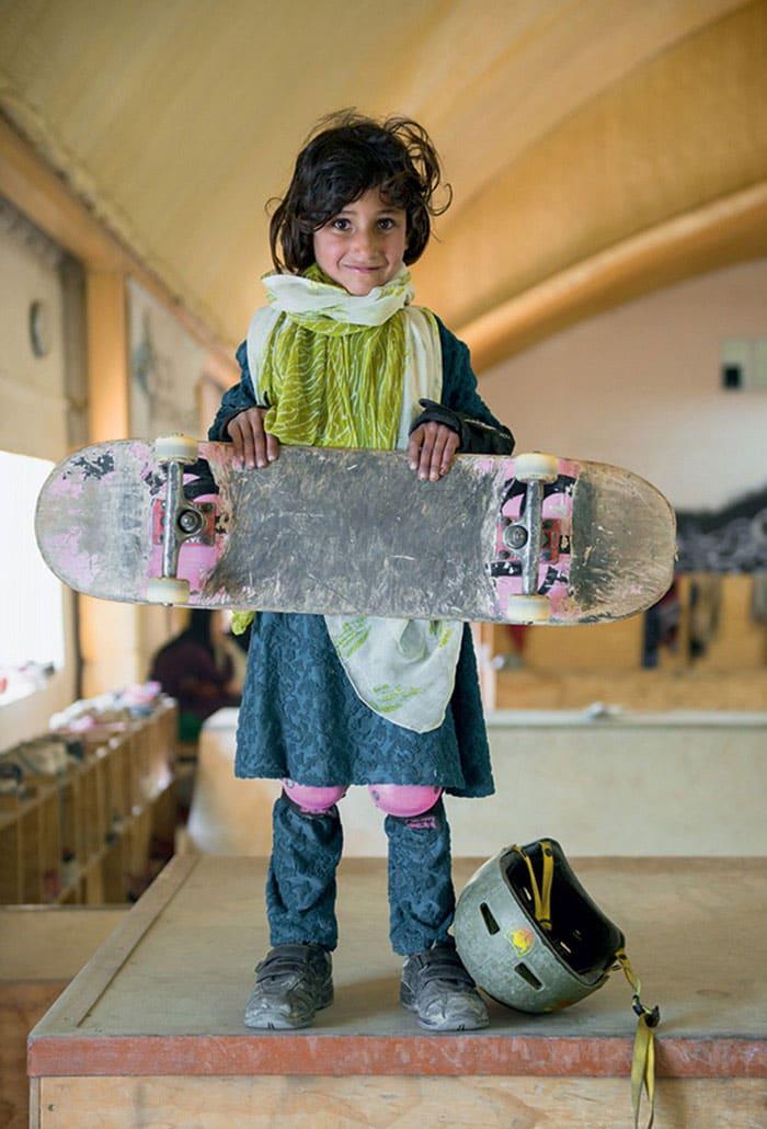 skateistan-skateboarding-girls