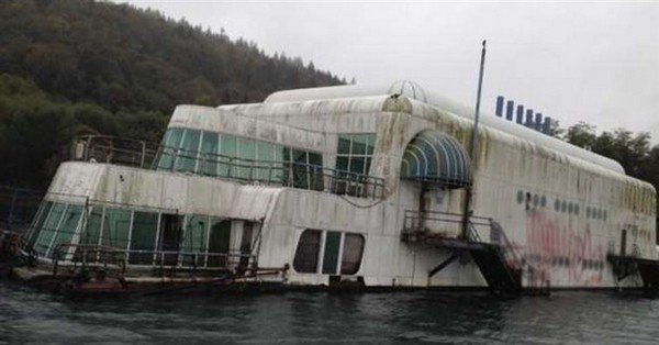 wrecked mcbarge