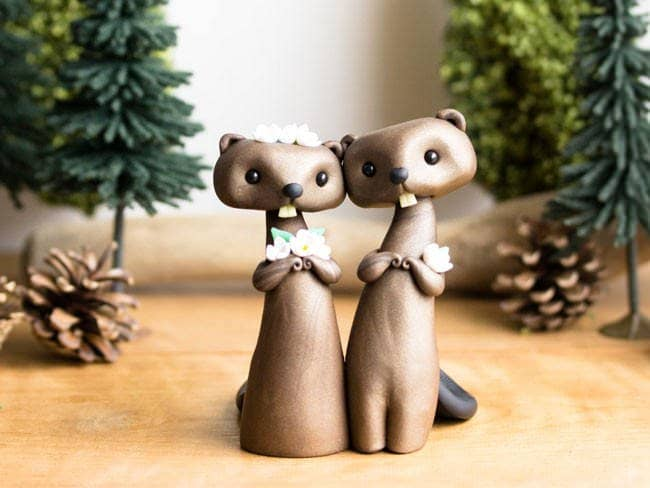 Adorable-cake-toppers-sofie-skein-beavers