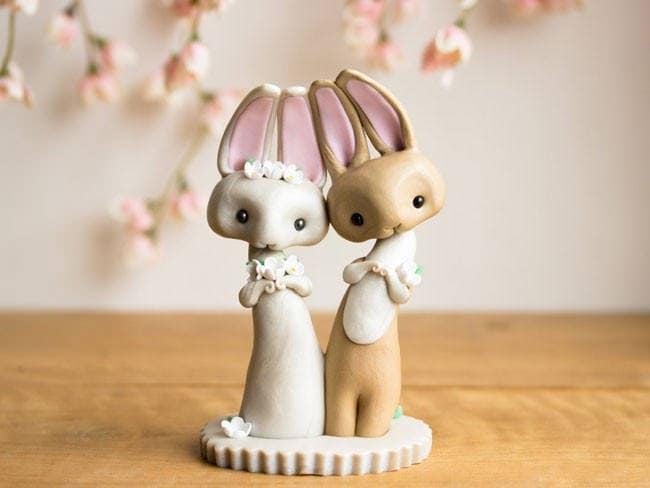Adorable-cake-toppers-sofie-skein-bunnies