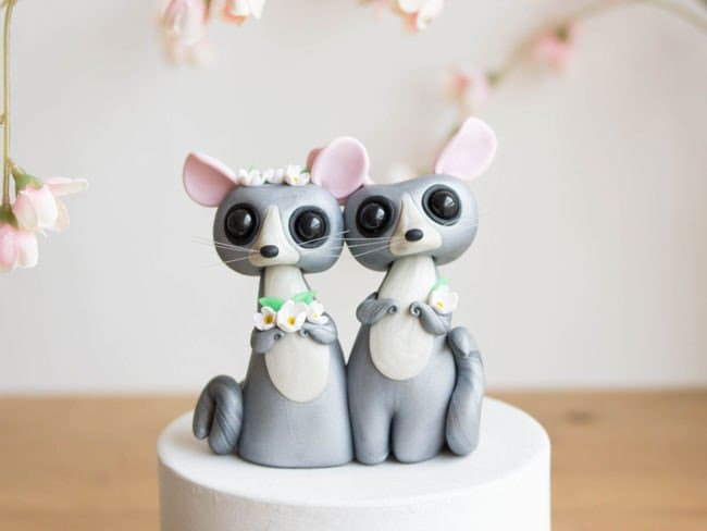 Adorable-cake-toppers-sofie-skein-chin