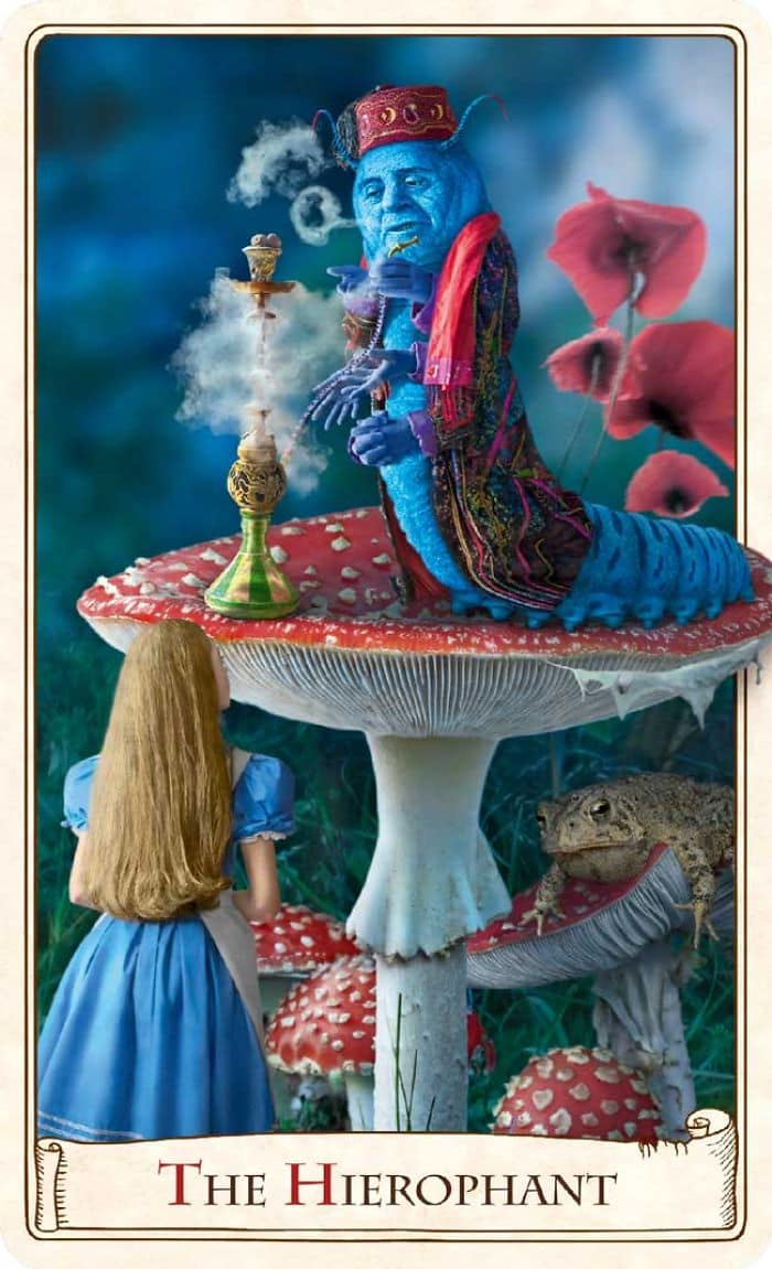 These Alice In Wonderland Tarot Cards Celebrate The 150th ...