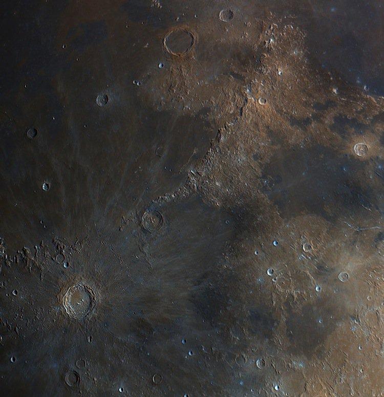 bartosz-moon-close