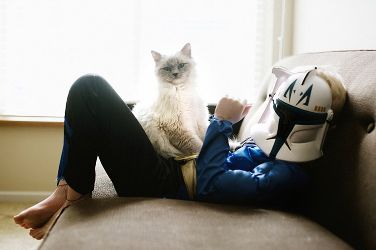 boy-cat-friendship-beth-mancuso-helmet