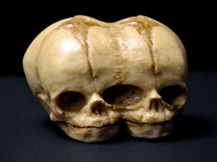 cake-double-skull