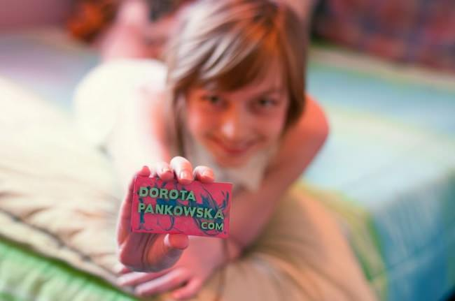 crayon-business-card-hold