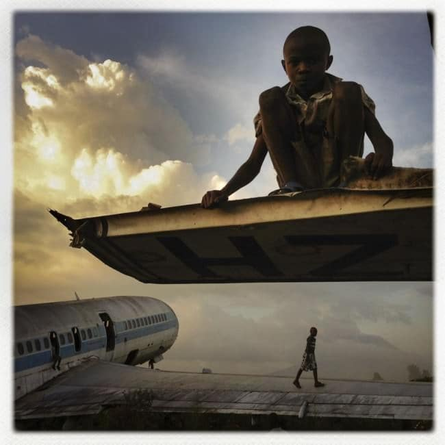 deserted-airplane-congo-children-playing
