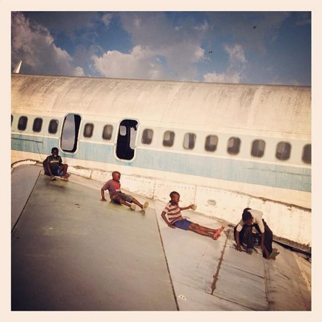 deserted-airplane-congo-kids