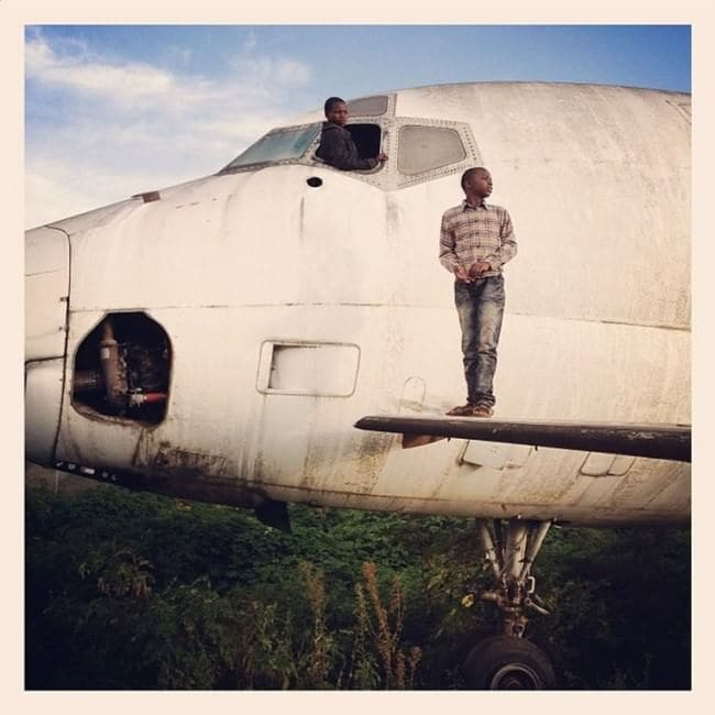 deserted-airplane-congo-on-wing