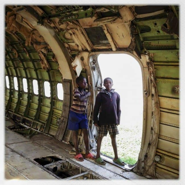 deserted-airplane-congo-pair