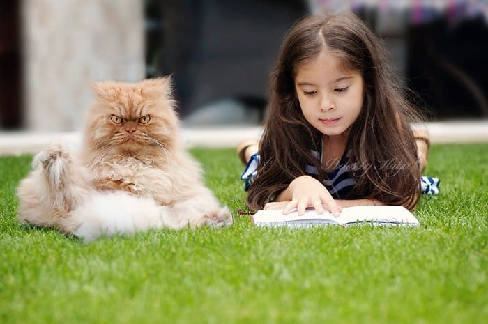 garfi girl reading