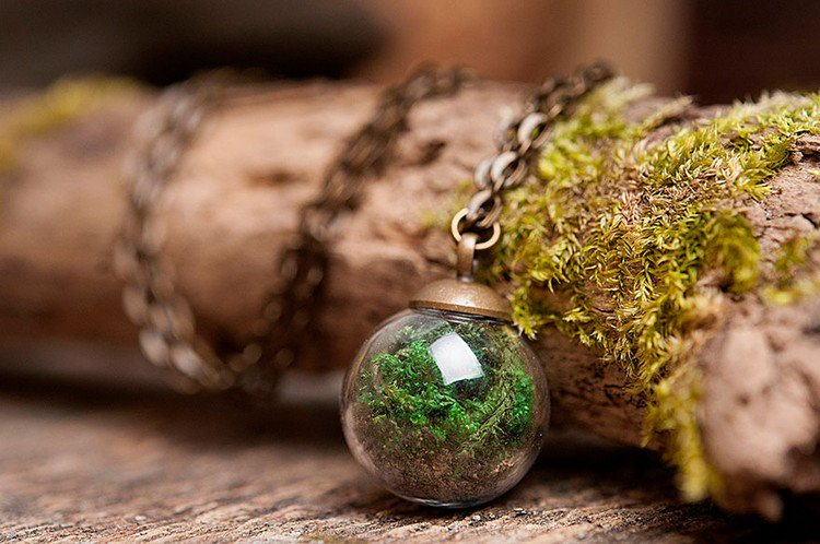 glass moss necklace
