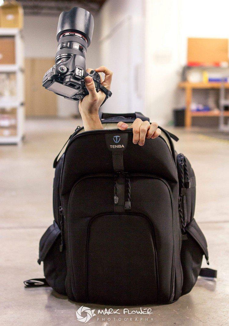 hands camera bag