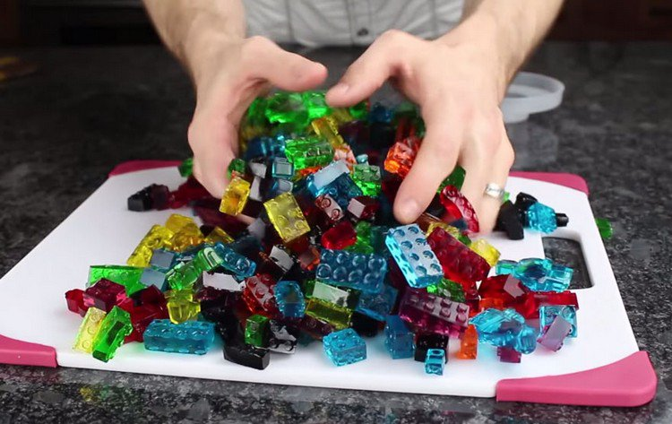 hands lego gummies