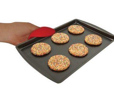 heart-shaped silicone oven mitt tray