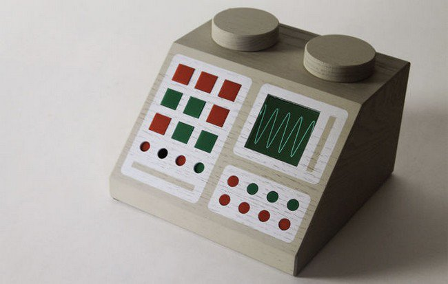 lego style computer console red green
