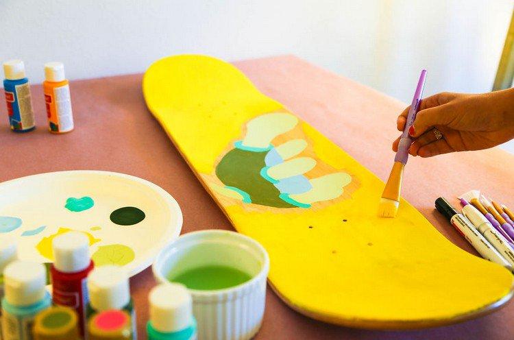 painting skateboard