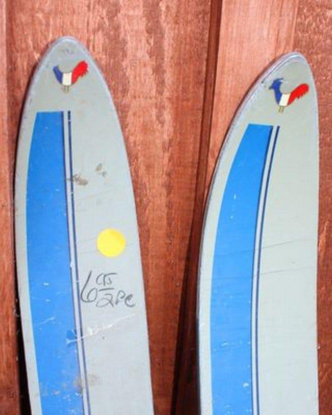 pair skis