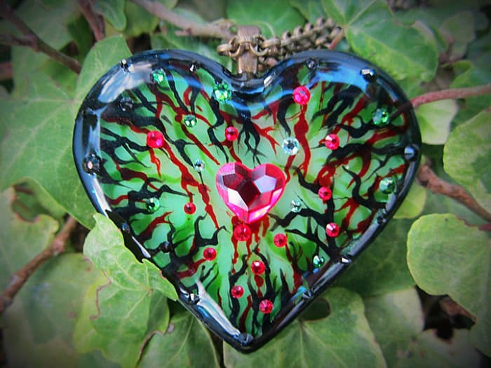 poison ivy heart pendant