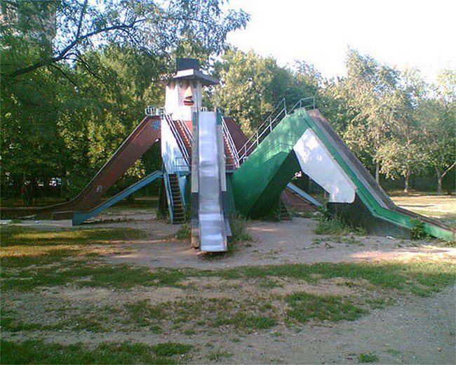 russian-playgrounds-man-slide