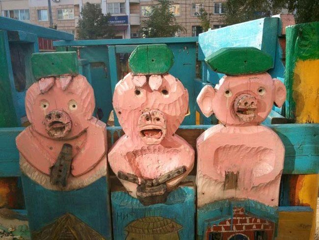 russian-playgrounds-three-little-pigs