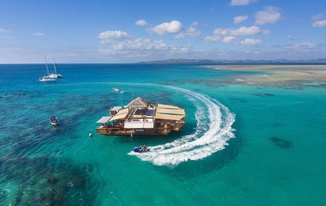 top-fiji-floating-pizzeria