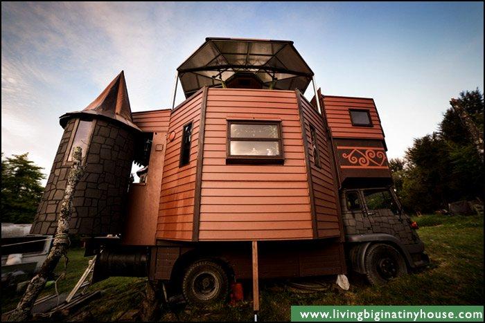 truck-castle-side