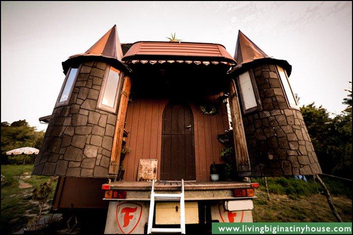 truck-castle-turrets